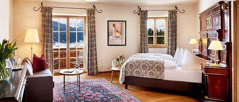 Austria_Kitzbuhel_Schloss_Mittersill_bedroom.jpg
